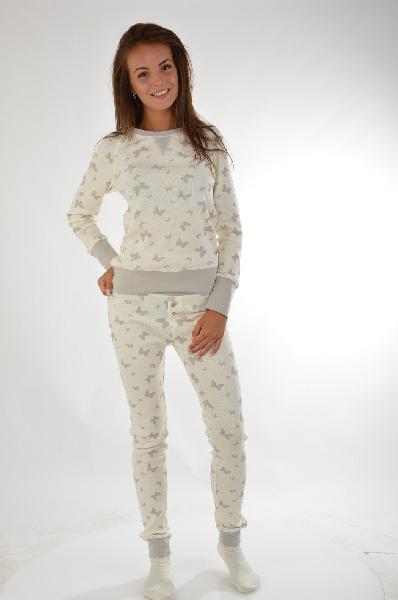 Пижама VIVANCE COLLECTIONЖенская одежда<br>Пижама. Актуальные модели! Окантовка в рубчик на круглом вырезе, по краям рукавов и брючин. Узкие брюки с эластичным поясом. 3 нежных принта. Эластичный<br> Материал: материал верха: 95% хлопок, 5% эластан<br> Страна: Германия<br><br>Материал: Хлопок<br>Сезон: МУЛЬТИ<br>Коллекция: Весна-лето<br>Пол: Женский<br>Возраст: Взрослый<br>Цвет: Белый<br>Размер INT: L