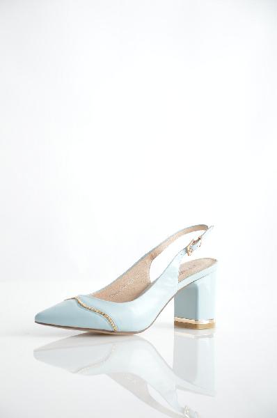 Босоножки RenaissanceЖенская обувь<br>Цвет: голубой<br> <br> Состав: натуральная кожа<br> Высота платформы: 0.3 см<br> Материал верха: Кожа<br> Материал подошвы: Резина, 100 %<br> Материал подкладки: Кожа, 100 %<br>Вид застежки: Пряжка<br>Особенность материала верха: Матовый<br>Высота каблука: 8 см<br> Материал подкладки: искусственная кожа, 100 %<br> Материал стельки: натуральная кожа, 100 %<br> Сезон: лето<br><br> Страна бренда: Россия<br> Страна производитель: Италия<br><br>Высота каблука: 8 см<br>Высота платформы: 0.3 см<br>Материал: Натуральная кожа<br>Сезон: ЛЕТО<br>Коллекция: Весна-лето<br>Пол: Женский<br>Возраст: Взрослый<br>Цвет: Голубой<br>Размер RU: 37