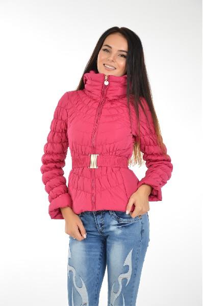 Куртка утепленная AdrixxЖенская одежда<br>Куртка от Adrixx на синтепоновом утеплителе. Верх выполнен из ветрозащитного текстиля. <br> Детали: приталенный крой; объемный воротник; застежка на молнию; два боковых кармана на молнии; пояс в комплекте.<br> <br> Состав: Полиэстер - 100%<br> Материал подкладки: Полиэстер - 100%<br> Утеплитель: Полиэстер - 100%<br> Длина рукава: 59 см<br> Длина: 55 см<br> Цвет: фуксия<br> Сезон: Демисезон<br> Коллекция: Весна-лето<br> Детали одежды: пояс/ремень<br> Карманы: 2<br> <br> Страна: EU<br><br>Материал: Полиэстер<br>Сезон: ВЕСНА/ОСЕНЬ<br>Коллекция: Весна-лето<br>Пол: Женский<br>Возраст: Взрослый<br>Цвет: Красный<br>Размер INT: S