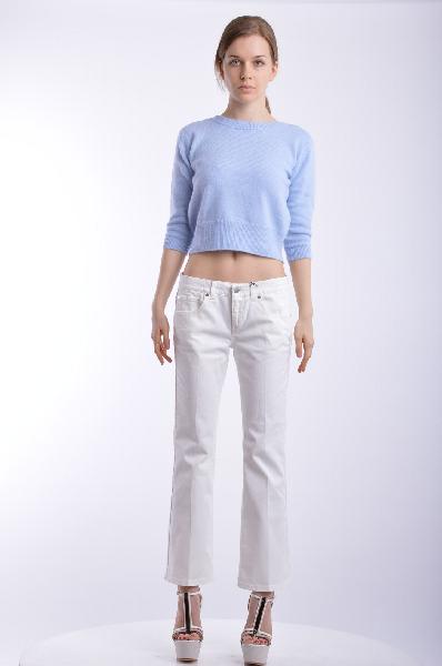 Джинсовые брюки STELLA McCARTNEYЖенская одежда<br>Состав: 98% Хлопок, 2% Эластан<br> Детали: стрейч, деним, одноцветное изделие, классическая посадка на талии, цветной деним, застежка спереди, молния и пуговицы, множество карманов, логотип, аппликации из металла, расклешенные брючины<br> Размеры: Примерная ширина низа брючины: 30 см<br> Страна: Великобритания<br><br>Материал: Хлопок<br>Сезон: ЛЕТО<br>Коллекция: Весна-лето<br>Пол: Женский<br>Возраст: Взрослый<br>Модель: КЛАССИЧЕСКИЕ<br>Цвет: Белый<br>Размер INT: M