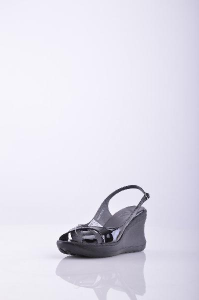 RUCO LINE СандалииЖенская обувь<br>Описание: эффект лакировки, однотонное изделие, застежки-пряжки по бокам , скругленный носок , без аппликаций, резиновая подошва , танкетка из резины.<br>Высота каблука: 9 см.<br>Высота платформы: 3 см.<br>Страна: Италия<br><br>Высота каблука: 9 см<br>Высота платформы: 3 см<br>Материал: Натуральная кожа<br>Сезон: ЛЕТО<br>Коллекция: (Справочник &quot;Номенклатура&quot; (Общие)): Весна-лето<br>Пол: Женский<br>Возраст: Взрослый<br>Цвет: Черный<br>Размер RU: 37