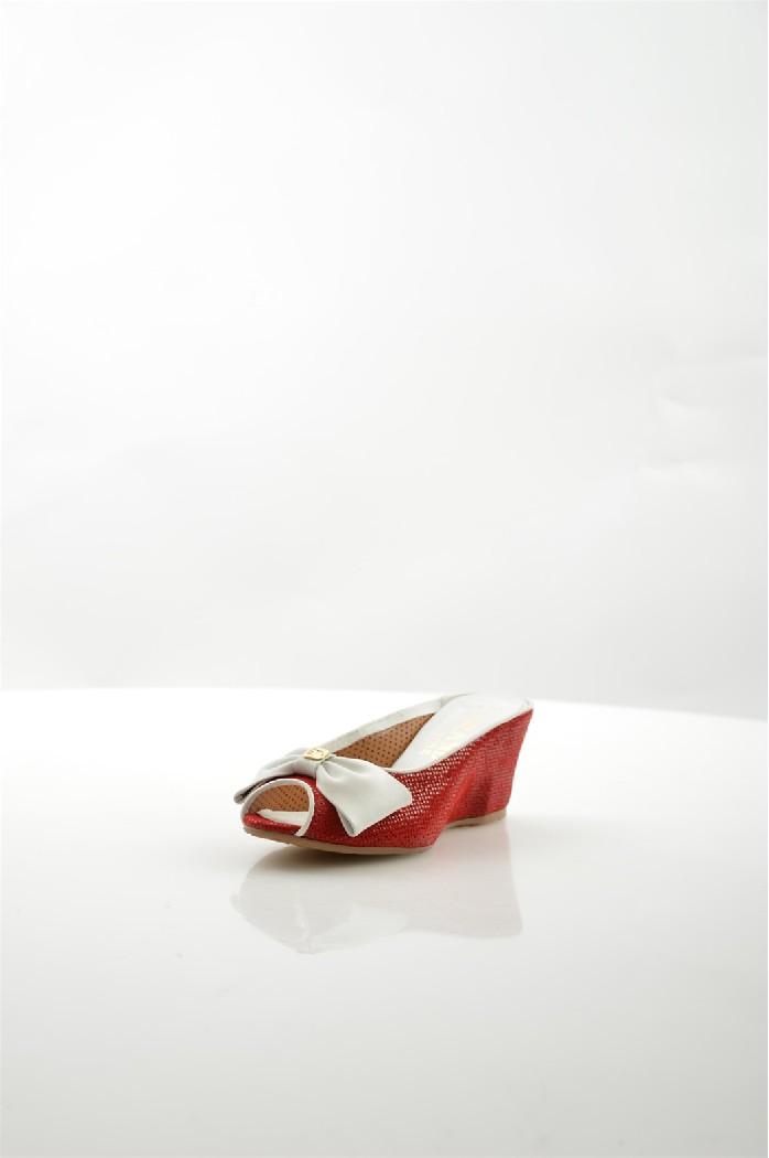 Сабо Grand StyleЖенская обувь<br>Материал: Натуральная кожа<br> Материал подошвы: Полиуретан<br> Внутренний материал: Натуральная кожа<br> Стелька: Кожа<br> Высота платформы: 6,5 см<br> <br> Сезон: Лето<br> Вид натуральной кожи: Кожа, Нубук<br> <br> Страна: Россия - Турция<br><br>Высота платформы: 6.5 см<br>Материал: Натуральная кожа<br>Сезон: ЛЕТО<br>Коллекция: Весна-лето<br>Пол: Женский<br>Возраст: Взрослый<br>Цвет: Красный<br>Размер RU: 37