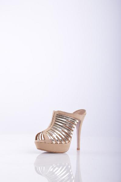 Сабо, KliminiЖенская обувь<br>Сабо призваны подчеркнуть вашу индивидуальность и смелость. Модель из нубука с эффектными позолоченными вставками. Высота каблука нивелируется платформой. Внутри стелька и подкладка выполнены из натуральной кожи.<br> <br> Материал верха Нубук<br> Материал стельки Кожа<br> Материал подошвы Искусственный материал<br> Материал подкладки Кожа<br> Высота каблука: 12.5 см<br> Высота платформы: 2.5 см<br> <br>Страна: Россия<br><br>Высота каблука: 12.5 см<br>Высота платформы: 3.5 см<br>Материал: Натуральный нубук<br>Сезон: ЛЕТО<br>Коллекция: Весна-лето<br>Пол: Женский<br>Возраст: Взрослый<br>Цвет: Бежевый<br>Размер RU: 38