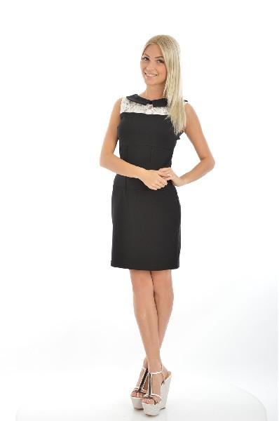 Платье NANA BAILAЖенска одежда<br>Платье-футлр черного цвета без рукавов длиной выше колена. Аккуратный воротничок  располагаетс над стильной вставкой из белого кружева. Модель отлично скроена, подчеркивает завышенну лини талии.<br>Материал: 70% Полистер, 25% Вискоза, 5% Эластан<br> Страна: Франци<br><br>Материал: Полистер<br>Сезон: МУЛЬТИ<br>Коллекци: Весна-лето<br>Пол: Женский<br>Возраст: Взрослый<br>Цвет: Черный<br>Размер INT: M