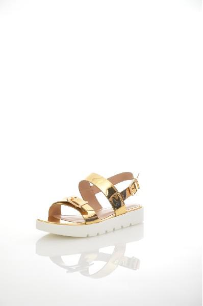 Сандалии AldoЖенская обувь<br>Сандалии от Aldo выполнены из искусственной кожи золотистого цвета с металлическим блеском. Детали: функциональные пряжки; плоская подошва.<br> <br> Материал верха искусственная лаковая кожа<br> Внутренний материал искусственная кожа<br> Материал стельки искусств...<br><br>Высота каблука: 3 см<br>Высота платформы: 2.5 см<br>Материал: Искусственная кожа<br>Сезон: ЛЕТО<br>Коллекция: (Справочник &quot;Номенклатура&quot; (Общие)): Весна-лето<br>Пол: Женский<br>Возраст: Взрослый<br>Цвет: Бронза<br>Размер RU: 38