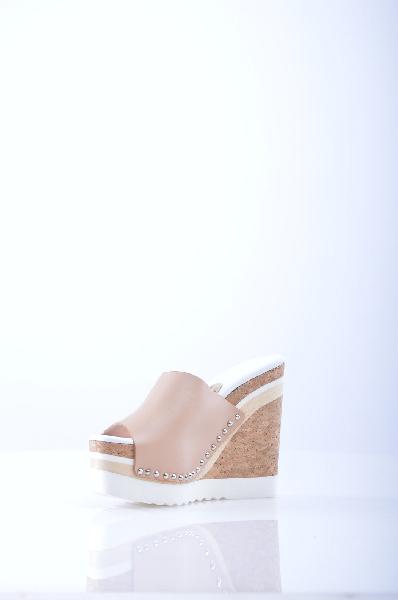 Сабо RASЖенская обувь<br>Описание: аппликации из металла, одноцветное изделие, скругленный носок, резиновая подошва, танкетка из пробки, сабо. <br> <br> Высота каблука: 13.5 см <br> <br> Высота платформы: 5.5 см <br> <br>Страна: Испания<br><br>Высота каблука: 13.5 см<br>Высота платформы: 5.5 см<br>Материал: Натуральная кожа<br>Сезон: ЛЕТО<br>Коллекция: Весна-лето<br>Пол: Женский<br>Возраст: Взрослый<br>Цвет: Бежевый<br>Размер RU: 37