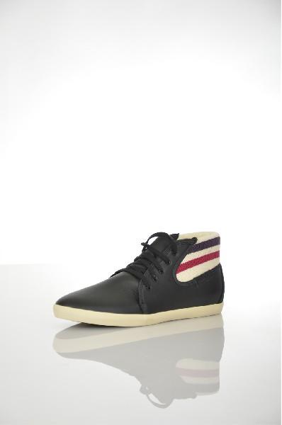 Ботинки LE COQ SPORTIFЖенская обувь<br>Материал: Кожа, Текстильное волокно<br> Детали: вязаное изделие, логотип, одноцветное изделие, шнуровка, скругленный носок, резиновая подошва, без каблука<br> Размеры: Высота голенища: 9 см<br> Страна: Франция<br><br>Высота голенища / задника: 9 см<br>Материал: Натуральная кожа<br>Сезон: ВЕСНА/ОСЕНЬ<br>Коллекция: (Справочник &quot;Номенклатура&quot; (Общие)): Весна-лето<br>Пол: Женский<br>Возраст: Взрослый<br>Цвет: Черный<br>Размер RU: 38