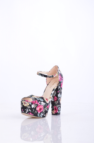PRIMADONNA СандалииЖенская обувь<br>плотная ткань, без аппликаций, цветочный рисунок, пряжка, скругленный носок, резиновая подошва, геометрический каблук.<br>Высота каблука: 13.5 см.<br>Страна: Италия<br><br>Высота каблука: 13.5 см<br>Высота платформы: 6 см<br>Материал: Текстильное волокно<br>Сезон: ЛЕТО<br>Коллекция: Весна-лето<br>Пол: Женский<br>Возраст: Взрослый<br>Цвет: Разноцветный<br>Размер RU: 37