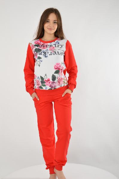 Костюм спортивный Grand StyleЖенская одежда<br>Спортивный костюм от Grand Style выполнен из натурального толстовочного текстиля. В состав материала входят хлопок и вискоза. Свитшот свободного силуэта, с эластичной окантовкой, красивым цветочным узором и надписью с зеркальным отражением. Брюки красного цвета, зауженный крой, эластичная резинка на поясе и манжетах, шнуровка на талии, два боковых кармана.<br> <br> Состав Хлопок - 90%, Вискоза - 10%<br> Длина 50 см<br> Длина рукава 59 см<br> Длина по боковому шву 97 см<br> Длина по внутреннему шву 71 см<br> Цвет красный<br> Страна Россия<br> Сезон Мульти<br> Коллекция Весна-лето<br><br>Материал: Хлопок<br>Сезон: МУЛЬТИ<br>Коллекция: Весна-лето<br>Пол: Женский<br>Возраст: Взрослый<br>Цвет: Красный<br>Размер: XL