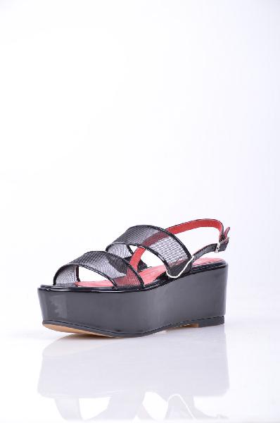 Сандалии JEFFREY CAMPBELLЖенская обувь<br>Эффект лакировки, без аппликаций, одноцветное изделие, пряжка, скругленный носок, резиновая подошва. <br> Высота каблука: 7 см. <br> Высота платформы: 5 см <br>Страна: США<br><br>Высота каблука: 7 см<br>Высота платформы: 5 см<br>Материал: Натуральная кожа<br>Сезон: ЛЕТО<br>Коллекция: (Справочник &quot;Номенклатура&quot; (Общие)): Весна-лето<br>Пол: Женский<br>Возраст: Взрослый<br>Цвет: Черный<br>Размер RU: 37