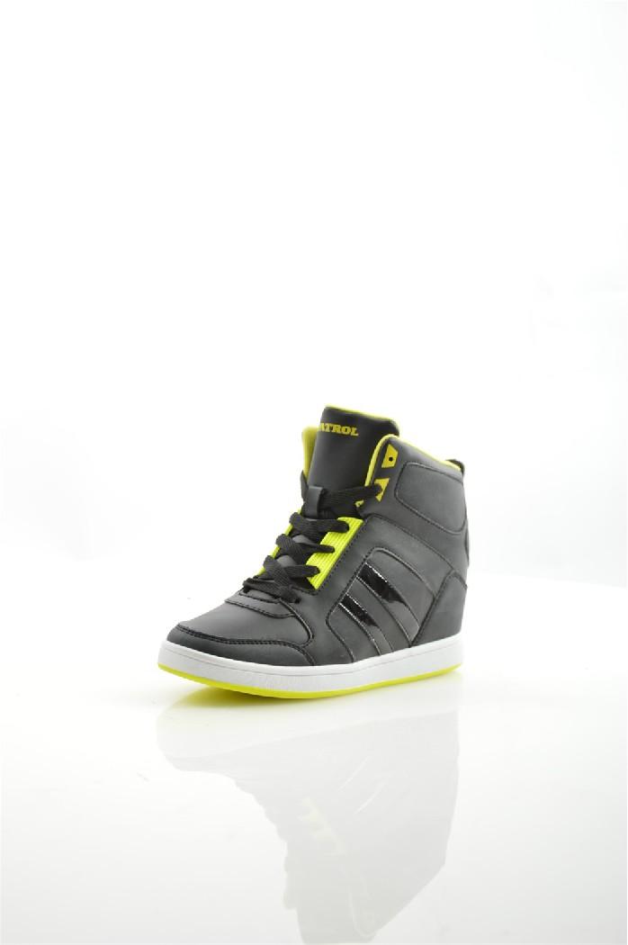 Сникеры PatrolЖенская обувь<br>Цвет: черный<br> Состав: искусственная кожа 100%<br> <br> Вид застежки: Шнуровка<br> Материал подкладки обуви: Флис<br> Габариты предмета: высота каблука: 5 см; высота платформы: 2 см; высота подошвы: 2 см<br> Материал подошвы обуви: резина<br> Материал стельки: искусственный материал<br> Сезон: зима<br> <br> Страна: Россия<br><br>Высота каблука: 5 см<br>Высота платформы: 2 см<br>Материал: Искусственная кожа<br>Сезон: ЛЕТО<br>Коллекция: Весна-лето<br>Пол: Женский<br>Возраст: Взрослый<br>Цвет: Черный<br>Размер RU: 38