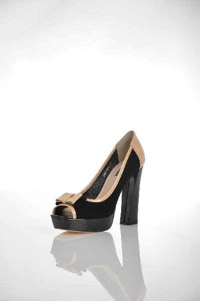 Туфли VitacciЖенская обувь<br>Цвет: черный, светло-бежевый<br> <br> Состав: натуральный велюр<br> <br> Роскошные туфли, декорированные бантами. Высокий каблук поможет Вам создать женственный и привлекательный образ. Модель с открытым мыском. Подкладка: натуральная кожа.<br> Материал верха Велюр<br> Высота каблука Высокий, 12.0 см<br> Высота платформы Низкая, 3.0 см<br> Материал подкладки Кожа<br> Сезон лето<br> Пол Женский<br> Страна Россия<br><br>Высота каблука: 12 см<br>Высота платформы: 3 см<br>Материал: Натуральный велюр<br>Сезон: ЛЕТО<br>Коллекция: Весна-лето<br>Пол: Женский<br>Возраст: Взрослый<br>Цвет: Черный<br>Размер RU: 38