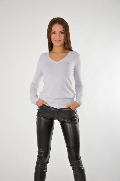 Пуловер GUESSЖенская одежда<br>Отличный базовый пуловер в белом цвете имеет V-образный вырез. Модель имеет длинные рукава. Изделие представлено в классическом для пуловера дизайне.<br>Цвет: светло-голубой<br> <br> Состав: полиамид 15%,эластан 3%,вискоза 82%<br> <br> Вырез горловины V-образный вы...<br><br>Материал: Вискоза<br>Сезон: ЛЕТО<br>Коллекция: (Справочник &quot;Номенклатура&quot; (Общие)): Весна-лето<br>Пол: Женский<br>Возраст: Взрослый<br>Цвет: Голубой<br>Размер INT: S