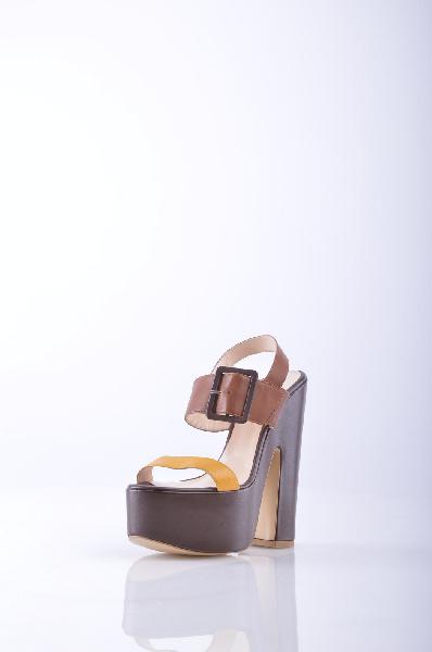 DANIELLE СандалииЖенская обувь<br>Описание: двухцветный узор, боковая пряжка, скругленный носок, без аппликаций, резиновая подошва, квадратный каблук.<br> Материал: Натуральная кожа<br> Высота каблука: 16 см.<br> Высота платформы: 6 см<br> Страна: Италия<br><br>Высота каблука: 16 см<br>Высота платформы: 6 см<br>Материал: Натуральная кожа<br>Сезон: ЛЕТО<br>Коллекция: (Справочник &quot;Номенклатура&quot; (Общие)): Весна-лето<br>Пол: Женский<br>Возраст: Взрослый<br>Цвет: Коричневый<br>Размер RU: 37