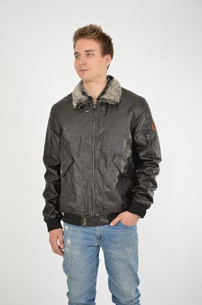 Куртка GUESSКуртки<br>Цвет: черный<br> <br> Состав: полиуретан 100%<br> <br> Стильная куртка с застежкой на молнию. Модель элегантного лаконичного дизайна. Великолепный выбор на каждый день.Подкладка: 100% полиэстер.<br> <br> Воротник Отложной<br> Длина рукава Длинные, 69.0 см<br> Покрой Приталенный<br> Фактура материала Кожаный<br> Вид застежки Молния<br> Тип карманов Накладные<br> Габариты предметов Длина, 68.0 см<br> Ширина рукава Пройма, 29.0 см<br> Ширина рукава Манжет, 6.5 см<br> Конструктивные элементы Карман<br> Конструктивные элементы Кокетка<br> Конструктивные элементы Манжеты<br> Особенности ткани Плотная<br> Декоративные элементы Логотип<br> Сезон демисезон<br> Пол Мужской<br> Стиль Casual<br> Страна Соединенные Штаты<br><br>Материал: Полиуретан<br>Сезон: ВЕСНА/ОСЕНЬ<br>Коллекция: Осень-зима<br>Пол: Мужской<br>Возраст: Взрослый<br>Цвет: Черный<br>Размер INT: XL