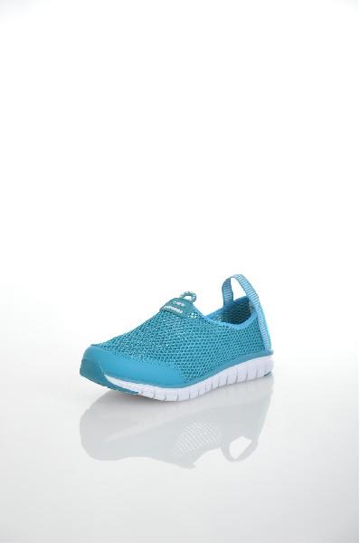 Кроссовки STROBBSОбувь для девочек<br>Спортивный стиль для активного отдыха и повседневной носки. Подошва: ЭВА, низ - износостойкая, углеродистая резина.<br> <br> Цвет: бирюзовый<br> <br> Состав: текстиль<br> <br> По назначению Спорт<br> Высота платформы Низкая: 1 см<br> Материал верха Текстиль<br> Материал стельки Текстиль: 100 %<br> Материал подошвы Резина: 100 %; Искусственный материал: 100 %<br> Форма мыска Закругленный мысок<br> Вид застежки Без застежки<br> Декоративные элементы логотип<br> Форма каблука Танкетка<br> Особенность материала верха Текстильный<br> Высота каблука Высота: 2 см<br> Материал подкладки без подкладки<br> Сезон лето<br> Пол Детский<br><br>Высота каблука: 2 см<br>Высота платформы: 1 см<br>Материал: Текстиль<br>Сезон: ЛЕТО<br>Коллекция: Весна-лето<br>Пол: Женский<br>Возраст: Детский<br>Цвет: Бирюзовый<br>Размер RU: 34