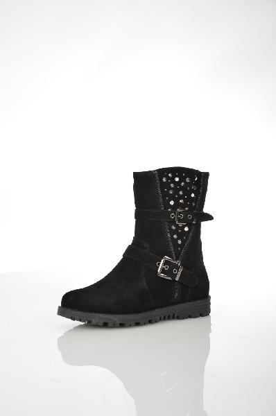 Полусапожки MakflyЖенская обувь<br>Цвет: черный<br> <br> Состав: натуральный велюр<br> <br> Теплые и удобные полусапожки. Изделие выполнено из комфортного и практичного материала и оформлено броским декором. Удобная и устойчивая модель. Имеется застежка на молнию. Материал подкладки - искусственны...<br><br>Высота каблука: 2.5 см<br>Высота платформы: 1.5 см<br>Объем голени: 32 см<br>Высота голенища / задника: 19 см<br>Материал: Натуральный велюр<br>Сезон: ЗИМА<br>Коллекция: (Справочник &quot;Номенклатура&quot; (Общие)): Осень-зима<br>Пол: Женский<br>Возраст: Взрослый<br>Цвет: Черный<br>Размер RU: 37