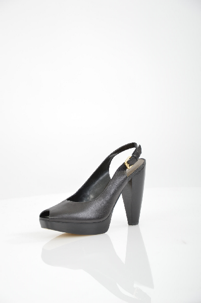 Туфли NINE WESTЖенская обувь<br>Nine West – яркий, многогранный и задорный бренд, по достоинству оцененный любителями модной и комфортной обуви, а также стильных и элегантных аксессуаров. В число дизайнеров, воплощающих свои творческие идеи в новых моделях бренда, входят такие именитые мастера, как Курт Кресс и Фред Аллард . <br> Цвет: Чёрный<br> Состав: 100% кожа <br> Страна: Италия<br><br>Материал: Натуральная кожа<br>Сезон: ЛЕТО<br>Коллекция: Весна-лето<br>Пол: Женский<br>Возраст: Взрослый<br>Цвет: Черный<br>Размер RU: 38.5
