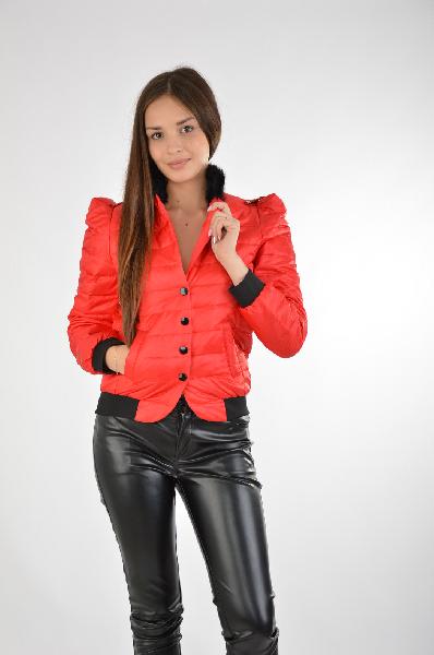 Куртка Joe SuisЖенская одежда<br>Цвет: красный<br> Состав: 100 % полиэстер; подкладка - 100% полиэстер; утеплитель - 80% утиный пух , 20% перо<br><br> Параметры изделия: <br>для размера S/44: обхват груди 88 см, длина рукава 61 см, длина изделия по спинке 55 см. <br> для размера M/46: обхват груди 92 см, длина рукава 61 см, длина изделия по спинке 56 см. <br> для размера L/48: обхват груди 96 см, длина рукава 62 см, длина изделия по спинке 58 см. <br><br>Уход за изделием: стирка при 40° С, химчистка<br><br> Страна дизайна: Франция<br> Страна производства: Россия<br><br>Материал: Полиэстер<br>Сезон: ВЕСНА/ОСЕНЬ<br>Коллекция: Осень-зима<br>Пол: Женский<br>Возраст: Взрослый<br>Цвет: Красный<br>Размер INT: L