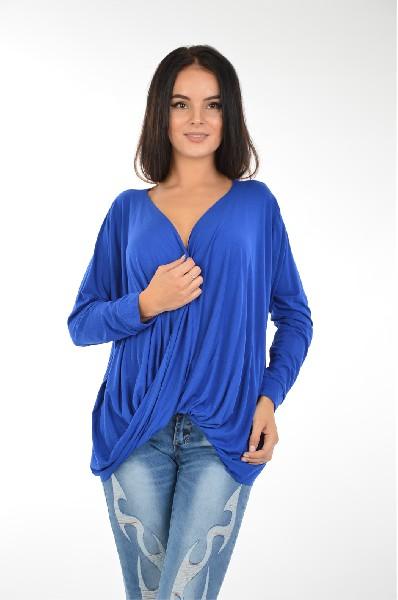 Блуза InfluenceЖенская одежда<br>Блуза Influence выполнена из вискозного трикотажа синего цвета. Детали: свободный крой; V-образный вырез с эффектом запАха; драпировка.<br><br><br><br> Состав Вискоза - 95%, Эластан - 5%<br><br><br> Длина рукава 63 см<br><br><br> Длина 65 см<br><br><br> Рукав длинный<br><br><br> Застежка без застежки<br><br><br> Цвет синий<br><br><br> Сезон Мульти<br><br><br> Стиль Сексуальный<br><br><br> Коллекция Весна-лето<br><br><br> Узор Однотонный<br><br><br> Вырез/воротник Глубокое декольте<br><br><br> Тип размера Стандартный<br><br><br> Страна производства Великобритания<br><br>Материал: Вискоза<br>Сезон: МУЛЬТИ<br>Коллекция: Весна-лето<br>Пол: Женский<br>Возраст: Взрослый<br>Цвет: Синий<br>Размер INT: M/L