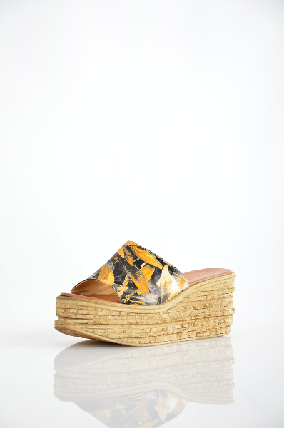 Сабо Grand StyleЖенская обувь<br>Цвет: красный, цветной<br> Материал верха: кожа<br> Материал подкладки: кожа<br> Материал стельки: кожа<br> Материал подошвы: полиуретан<br> Уход за изделием: протирать губкой<br> Страна дизайна: Италия<br> Страна производства: Турция<br><br>Материал: Натуральная кожа<br>Сезон: ЛЕТО<br>Коллекция: Весна-лето<br>Пол: Женский<br>Возраст: Взрослый<br>Цвет: Разноцветный<br>Размер RU: 37