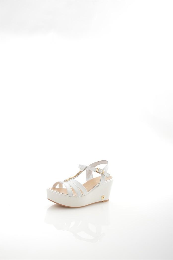 Босоножки PRATIVERDIЖенская обувь<br>Цвет: белый<br> Состав: верх: 100% натуральная кожа<br> Страна дизайна: Италия<br> Страна производства: Италия<br> Параметры изделия: высота платформы: максимальная - 8 см, минимальная - 3 см<br><br>Высота платформы: 8 см<br>Материал: Натуральная кожа<br>Сезон: ЛЕТО<br>Коллекция: Весна-лето<br>Пол: Женский<br>Возраст: Взрослый<br>Цвет: Белый<br>Размер RU: 38