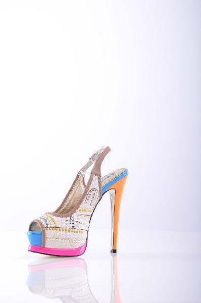 Босоножки 1to3Женская обувь<br>Роскошные босоножки на высоком каблуке. Модель украшена цветными деталями и удобно крепится на ноге при помощи ремешков. Идеальный вариант для созднания непревзойденного ультрамодного вечернего образа. <br><br>Материал верха: Текстиль <br>Материал подкладки: Ко...<br><br>Высота каблука: 14.5 см<br>Высота платформы: 4 см<br>Материал: Текстиль<br>Сезон: ЛЕТО<br>Коллекция: (Справочник &quot;Номенклатура&quot; (Общие)): Весна-лето<br>Пол: Женский<br>Возраст: Взрослый<br>Цвет: Разноцветный<br>Размер RU: 38