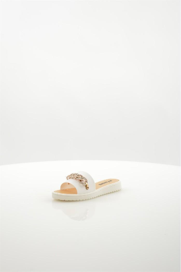 Шлепанцы KEDDOЖенская обувь<br>Цвет: белый<br> Состав: ПВХ 100%<br> <br> Материал подошвы: Полимер<br> Вид застежки: Без застежки<br> Материал подкладки: без подкладки<br> Высота обуви: низкие<br> Вид каблука: без каблука<br> Назначение обуви: повседневная<br> Вид мыска: открытый<br> Сезон: лето<br> Страна: Великобритания<br><br>Высота каблука: Без каблука<br>Материал: ПВХ<br>Сезон: ЛЕТО<br>Коллекция: Весна-лето<br>Пол: Женский<br>Возраст: Взрослый<br>Цвет: Белый<br>Размер RU: 37