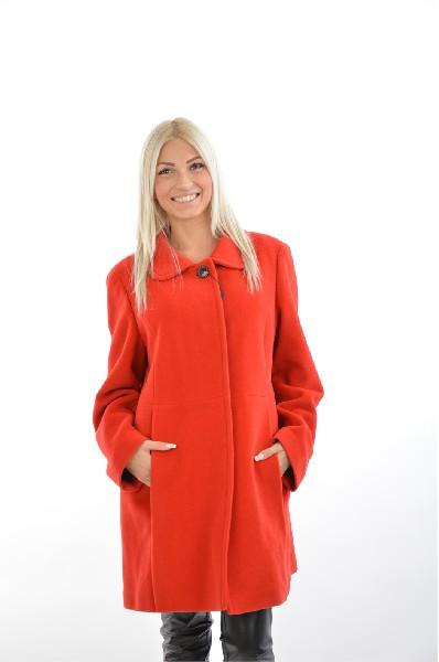 Пальто MadeleineЖенская одежда<br>Цвет: красный<br> Состав: 70% шерсть, 30% ангора, подкладкака 60% ацетат, 40% вискоза<br> Особенности: пальто на пуговицах, отворотный воротник, внутренние карманы, разделительный шов, черная подкладкака, химчистка<br> Страна: Германия<br><br>Лаконичное пальто красного цвета с круглым воротничком прямого кроя – отличное решение для осеннего сезона. Элегантное исполнение в сочетании с высоким качеством сделает изделия незаменимой вещью гардероба. Благодаря большому содержанию шерсти в составе ткани, пальто можно носить и в начале зимы.<br><br>Материал: Шерсть<br>Сезон: ВЕСНА/ОСЕНЬ<br>Коллекция: Осень-зима<br>Пол: Женский<br>Возраст: Взрослый<br>Цвет: Красный<br>Размер INT: L