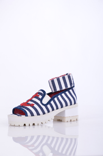 Туфли JEFFREY CAMPBELLЖенская обувь<br>Плотная ткань, контрастные аппликации, в полоску, застежка-липучка, открытый носок, рифлёная подошва, каблук из резины. <br> Высота каблука: 6 см <br> Высота платформы: 3 см <br>Страна: США<br><br>Высота каблука: 6 см<br>Высота платформы: 3 см<br>Материал: Текстильное волокно<br>Сезон: ЛЕТО<br>Коллекция: (Справочник &quot;Номенклатура&quot; (Общие)): Весна-лето<br>Пол: Женский<br>Возраст: Взрослый<br>Цвет: Разноцветный<br>Размер RU: 38