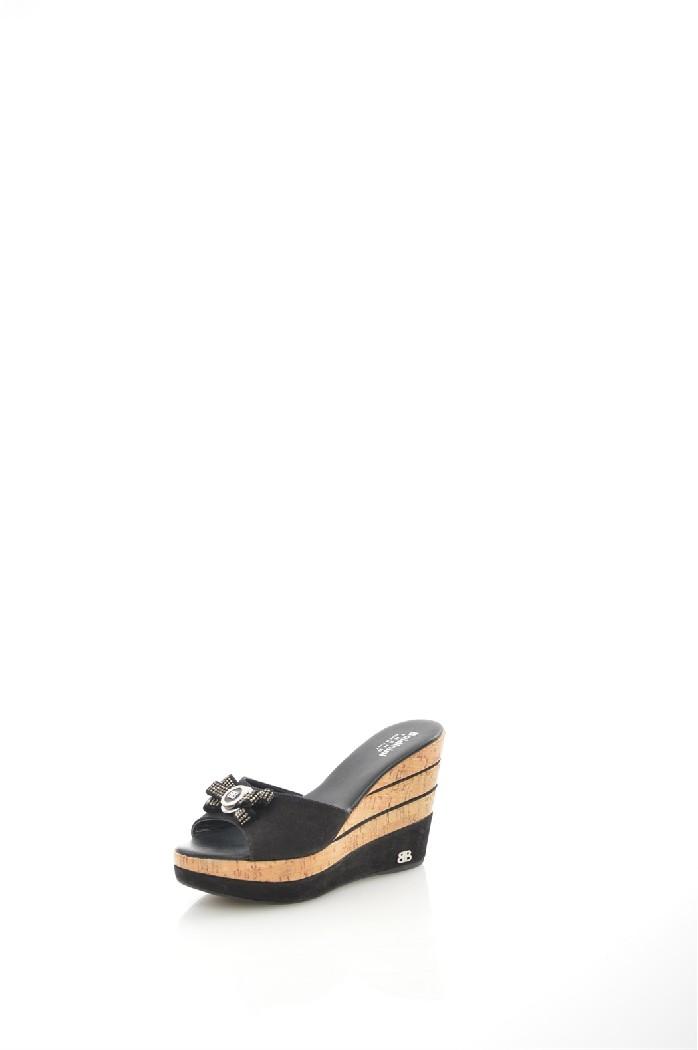 Сабо BaldininiЖенская обувь<br>Цвет: черный<br> Материал верха: велюр натуральный<br> Материал подкладки: кожа натуральная<br> Материал стельки: кожа натуральная<br> Материал подошвы: искусственный материал, шероховатая<br> Сезон: лето<br> Высота каблука: 11,5 см<br> Цвет и обтяжка каблука: черный, велюр натуральный<br> Местоположение логотипа: стелька, подошва<br> <br> Страна дизайна: Италия<br> Страна производства: Италия<br><br>Высота каблука: 11.5 см<br>Высота платформы: 3.5 см<br>Материал: Натуральный велюр<br>Сезон: ЛЕТО<br>Коллекция: Весна-лето<br>Пол: Женский<br>Возраст: Взрослый<br>Цвет: Черный<br>Размер RU: 38
