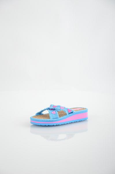 Шлепанцы BitisОбувь для девочек<br>Цвет: голубой, розовый<br> <br> Состав: текстиль<br> <br> Замечательные легкие шлепанцы. Верх модели украшен аппликациями. Мягкая стелька обеспечит Вашим ногам комфорт в течение длительного ношения, а подошва предотвратит скольжение. Материал подкладки: пробковая...<br><br>Высота каблука: Без каблука<br>Высота платформы: 2 см<br>Материал: Текстиль<br>Сезон: ЛЕТО<br>Коллекция: (Справочник &quot;Номенклатура&quot; (Общие)): Весна-лето<br>Пол: Женский<br>Возраст: Детский<br>Цвет: Голубой<br>Размер RU: 32