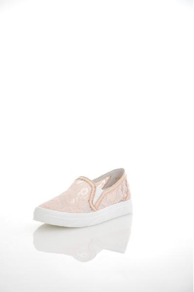 Слипоны Palazzo DoroЖенская обувь<br>Слипоны Palazzo Doro выполнены из сетчатого текстиля и натуральной лаковой кожи. Детали: эластичные вставки; внутренняя отделка из текстиля; подошва из искусственного материала.<br> <br> Материал верха натуральная лаковая кожа, текстиль<br> Внутренний материал...<br><br>Высота каблука: Без каблука<br>Материал: Натуральная кожа<br>Сезон: ЛЕТО<br>Коллекция: (Справочник &quot;Номенклатура&quot; (Общие)): Весна-лето<br>Пол: Женский<br>Возраст: Взрослый<br>Цвет: Бежевый<br>Размер RU: 38