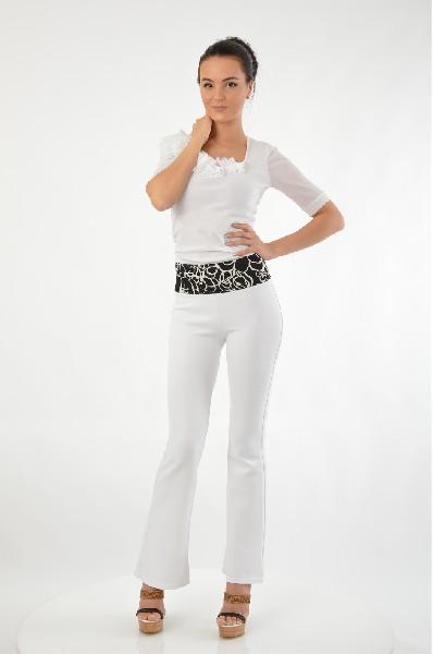 Леггинсы LEYAЖенская одежда<br>Цвет: белый с цветочным поясом<br> Состав: 20% трикотаж, 80% полиэстер<br> Описание: леггинсы-брюки, расклешённые к низу, со средней посадкой на бедрах. Широкий пояс украшен черно-белым принтом, а также вставлена резинка для удобства клиента. Материал - дайвинг.<br> Параметры изделия: для размера S - рост 173 см, обхват бедер 90-94 см<br> Уход за изделием: машинная стирка в деликатном режиме, не отбеливать<br> Страна: Россия<br><br>Материал: Полиэстер<br>Сезон: ЛЕТО<br>Коллекция: Весна-лето<br>Пол: Женский<br>Возраст: Взрослый<br>Модель: ЛЕГГИНСЫ<br>Цвет: Белый<br>Размер INT: S