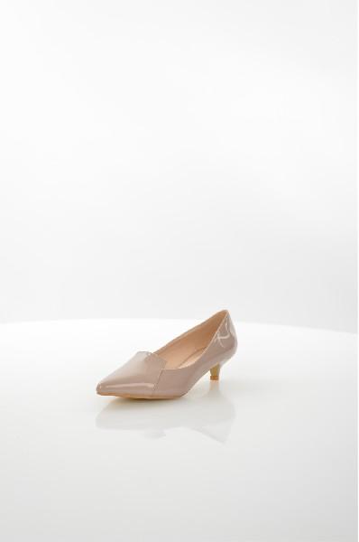 Туфли TulipanoЖенская обувь<br>Остроносые туфли на низком каблуке-рюмке Tulipano выполнены из искусственной лаковой кожи. Детали: внутренняя отделка и стелька из искусственной кожи.<br> <br> Материал верха искусственная лаковая кожа<br> Внутренний материал искусственная кожа<br> Материал стельки искусственная кожа<br> Материал подошвы искусственный материал<br> Высота каблука 4 см<br> Тип каблука Стандартный<br> Застежка без застежки<br> Цвет бежевый<br> Сезон Мульти<br> Стиль Повседневный<br> Коллекция Весна-лето<br> Детали обуви лакированные<br> Узор Однотонный<br> Высота каблука Низкий<br> Тип туфель Лодочки<br> Страна: Италия<br><br>Высота каблука: 4 см<br>Материал: Искусственная кожа<br>Сезон: МУЛЬТИ<br>Коллекция: Весна-лето<br>Пол: Женский<br>Возраст: Взрослый<br>Цвет: Бежевый<br>Размер RU: 38