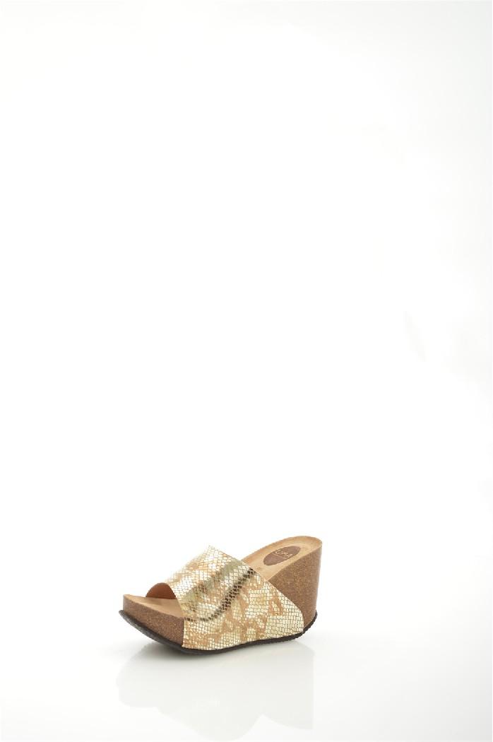 Сабо UMAЖенская обувь<br>Цвет: золотистый<br> Состав: верх: 100% натуральная кожа, подкладка: стелька: 100% натуральная кожа, подкладка: 100% натуральная кожа, подошва: 100% резина<br> Высота танкетки: 10,5 см<br> Высота платформы: 3,5 см<br> <br> Страна дизайна: Испания<br> Страна производства: Испания<br><br>Высота каблука: 10.5 см<br>Высота платформы: 3.5 см<br>Материал: Натуральная кожа<br>Сезон: ЛЕТО<br>Коллекция: Весна-лето<br>Пол: Женский<br>Возраст: Взрослый<br>Цвет: Золотой<br>Размер RU: 37