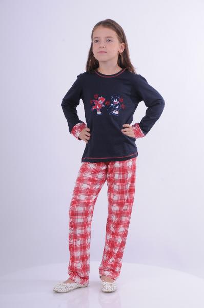 Пижама BlackSpadeОдежда для девочек<br>Цвет: темно-синий, красный, белый<br> <br> Состав: хлопок 50%, модал 50%<br> <br> Практичная и удобная пижама, состоящая из лонгслива и брюк. Лонгслив с длинными рукавами и округлым вырезом горловины, оформлен контрастной отделкой и принтом. Брюки свободного покр...<br><br>Материал: Хлопок<br>Сезон: МУЛЬТИ<br>Коллекция: (Справочник &quot;Номенклатура&quot; (Общие)): Весна-лето<br>Пол: Женский<br>Возраст: Детский<br>Цвет: Разноцветный<br>Размер Height: 128