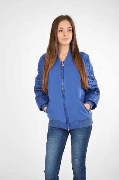 Куртка Grand StyleЖенская одежда<br>Куртка от Grand Style выполнена в синем цвете из полушерстяного пальтового текстиля и стеганой болоньевой ткани. Модель прямого кроя. Детали: трикотажный воротник-стойка; застежка на молнию; длинные рукава реглан с тонким утеплителем; эластичные трикотажные внутренние манжеты и нижняя часть; два внешних кармана на молнии; тонкая гладкая подкладка.<br> <br> Состав Шерсть - 60%, Полиэстер - 30%, Вискоза - 10%<br> Материал подкладки Полиэстер - 50%, Вискоза - 50%<br> Длина 60 см<br> Длина рукава 60 см<br> Цвет синий<br> Сезон Демисезон<br> Коллекция Весна-лето<br> Детали одежды 3D текстура<br><br>Материал: Шерсть<br>Сезон: ВЕСНА/ОСЕНЬ<br>Коллекция: Весна-лето<br>Пол: Женский<br>Возраст: Взрослый<br>Цвет: Темно-синий<br>Размер INT: XL