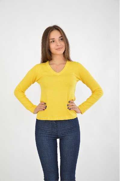 Джемпер RUXARAЖенская одежда<br>Джемпер в традиционном дизайне с V-образным вырезом в ярко-желтом цвете. Изделие подходит для повседневной носки. Посадка по фигуре, прямой немного приталенный крой.<br>Цвет: желтый<br> <br> Состав: эластан 5%,вискоза 80%,полиэстер 15%<br> <br> Длина рукава Длинные<br> Фактура материала Вязаный<br> По назначению Повседневные<br> Длина изделия по спинке: 52 см<br> Вид застежки Без застежки<br> Тип карманов Без карманов<br> Сезон демисезон<br> Пол Женский<br> Страна Россия<br><br>Материал: Вискоза<br>Сезон: ВЕСНА/ОСЕНЬ<br>Коллекция: Осень-зима<br>Пол: Женский<br>Возраст: Взрослый<br>Цвет: Желтый<br>Размер INT: S