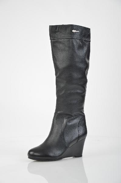 Сапоги VitacciЖенская обувь<br>Цвет: черный<br> <br> Состав: натуральная кожа<br> <br> Классически высокие сапоги поражают своей женственностью и элегантностью. Модель на танкетке. Удобная застежка-молния. Прекрасный вариант для повседневного использования.<br> Высота каблука Средний, 7.5 см<br> М...<br><br>Высота каблука: 7.5 см<br>Высота платформы: 1 см<br>Объем голени: 36 см<br>Высота голенища / задника: 39.5 см<br>Материал: Натуральная кожа<br>Сезон: ВЕСНА/ОСЕНЬ<br>Коллекция: (Справочник &quot;Номенклатура&quot; (Общие)): Осень-зима<br>Пол: Женский<br>Возраст: Взрослый<br>Цвет: Черный<br>Размер RU: 38