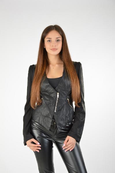 Куртка ExtasyЖенская одежда<br>Цвет: чёрный<br> Состав: 50% полиуретан, 50% вискоза<br> Особенности: укороченная куртка на молнии, декорированная кожаными вставками<br> Страна дизайна: Италия<br> Страна производства: Италия<br><br>Материал: Полиуретан<br>Сезон: ВЕСНА/ОСЕНЬ<br>Коллекция: Весна-лето<br>Пол: Женский<br>Возраст: Взрослый<br>Цвет: Черный<br>Размер INT: M