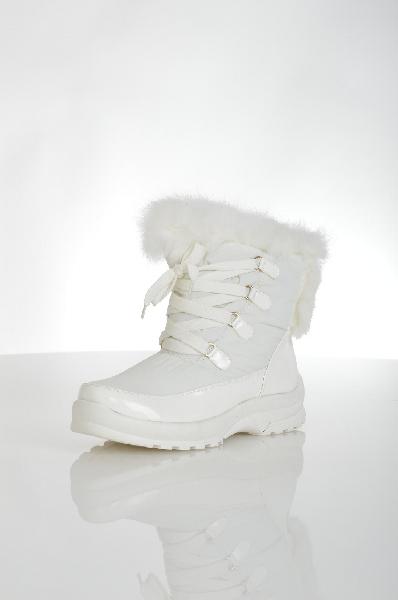 Полусапожки INARIOЖенская обувь<br>Очаровательные полусапожки белого цвета выполнены из практичного материала, который не пропускает влагу и холод, а также легко моется. По всей высоте модели имеется удобная шнуровка, позволяющая комфортно «посадить» обувь. <br> Цвет: белый<br> <br> Состав: текстиль 100%<br> <br> Вид застежки Шнурки<br> По назначению Повседневные<br> Голенище Высота голенища, 17 см<br> Голенище Обхват голенища, 36 см<br> Материал подошвы Полимер, 0 %<br> Материал стельки Искусственный мех, 0 %<br> Высота каблука Высота, 3.8 см<br> Материал подкладки искусственный мех, 0 %<br> Вид каблука танкетка<br> Вид мыска круглый<br> Сезон зима<br> Пол Женский<br> Страна Россия<br><br>Высота каблука: 3.8 см<br>Объем голени: 36 см<br>Высота голенища / задника: 17 см<br>Материал: Текстиль<br>Сезон: ЗИМА<br>Коллекция: Осень-зима<br>Пол: Женский<br>Возраст: Взрослый<br>Цвет: Белый<br>Размер RU: 38