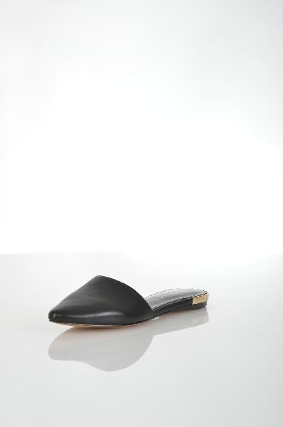 Сабо AldoЖенская обувь<br>Эффектные женские сабо от Aldo. Модель выполнена из искусственной гладкой кожи в черном цвете. Детали: внутренняя отделка из искусственной кожи, кожаная стелька, золотистая вставка на пятке, резиновая подошва.<br> <br> Материал верха искусственная кожа<br> Внут...<br><br>Материал: Искусственная кожа<br>Сезон: ЛЕТО<br>Коллекция: (Справочник &quot;Номенклатура&quot; (Общие)): Весна-лето<br>Пол: Женский<br>Возраст: Взрослый<br>Цвет: Черный<br>Размер RU: 39