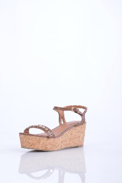 PRIMADONNA СандалииЖенская обувь<br>заклепки, одноцветное изделие, пряжка, скругленный носок, резиновая подошва, танкетка из пробки.<br>Высота каблука: 7.5 см.<br>Страна: Италия<br><br>Высота каблука: 7.5 см<br>Высота платформы: 5 см<br>Материал: Искусственная кожа<br>Сезон: ЛЕТО<br>Коллекция: Весна-лето<br>Пол: Женский<br>Возраст: Взрослый<br>Цвет: Коричневый<br>Размер RU: 38