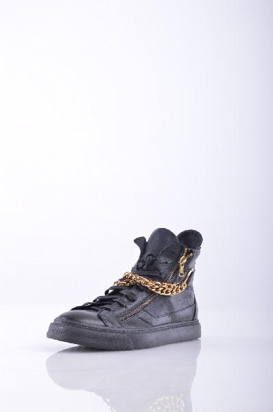 Кроссовки GEORGE J. LOVEЖенская обувь<br>аппликации из металла, одноцветное изделие, шнуровка, скругленный носок, резиновая подошва, без каблука, маленький размер<br>Страна: Италия<br><br>Материал: Натуральная кожа<br>Сезон: ЛЕТО<br>Коллекция: Весна-лето<br>Пол: Женский<br>Возраст: Взрослый<br>Цвет: Черный<br>Размер RU: 38