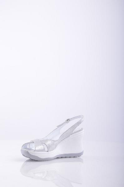 Сандалии RUCO LINEЖенская обувь<br>Описание: эффект ламинирования, однотонное изделие, застежки-пряжки по бокам , скругленный носок , без аппликаций, резиновая подошва , танкетка из резины. <br><br>Высота каблука: 9.5 см.<br><br>Высота платформы: 3 см. <br><br>Страна: Италия<br><br>Высота каблука: 9.5 см<br>Высота платформы: 3 см<br>Материал: Натуральная кожа<br>Сезон: ЛЕТО<br>Коллекция: (Справочник &quot;Номенклатура&quot; (Общие)): Весна-лето<br>Пол: Женский<br>Возраст: Взрослый<br>Цвет: Белый<br>Размер RU: 38