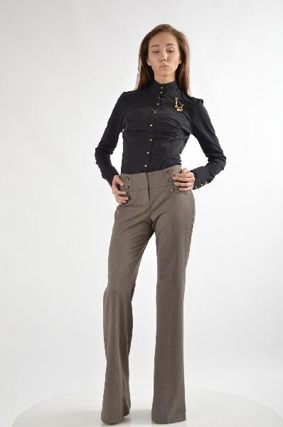 Брки Versace 19.69Женска одежда<br>Цвет: коричневый<br><br><br>Состав: 48% полистер, 48% вискоза, 4% ластан<br><br><br>Особенности: стильные брки актуального дизайна.<br><br><br>Страна дизайна: Итали<br><br>Материал: Полистер<br>Сезон: МУЛЬТИ<br>Коллекци: Весна-лето<br>Пол: Женский<br>Возраст: Взрослый<br>Модель: РАСКЛЕШЕННЫЕ<br>Цвет: Коричневый<br>Размер INT: S