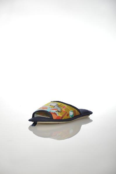 Тапочки De FonsecaОбувь для девочек<br>Цвет: синий<br> Материал верха: текстиль<br> Материал подкладки: текстиль<br> Материал подошвы: резина<br> Местоположение логотипа: стелька<br> Страна: Италия<br><br>Материал: Текстиль<br>Сезон: МУЛЬТИ<br>Коллекция: (Справочник &quot;Номенклатура&quot; (Общие)): Весна-лето<br>Пол: Женский<br>Возраст: Детский<br>Цвет: Синий<br>Размер RU: 34