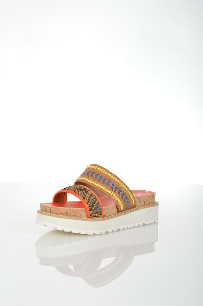 Сабо AldoЖенская обувь<br>Сабо Aldo коричневого цвета выполнены из натуральной и искусственной кожи с разноцветными плетеными вставками. Детали: пробковая вставка в подошве.<br> <br> Материал верха искусственная кожа, натуральная кожа<br> Внутренний материал искусственная кожа<br> Материал стельки искусственная кожа<br> Материал подошвы резина<br> Высота каблука 5 см<br> Цвет мультиколор<br> Сезон Лето<br> Коллекция Весна-лето<br> Детали обуви декоративные молнии, пробка<br> Страна: Канада<br><br>Высота каблука: 5 см<br>Материал: Искусственная кожа<br>Сезон: ЛЕТО<br>Коллекция: Весна-лето<br>Пол: Женский<br>Возраст: Взрослый<br>Цвет: Разноцветный<br>Размер RU: 38