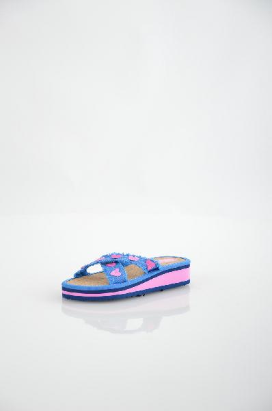 Шлепанцы BitisОбувь для девочек<br>Цвет: синий, розовый, темно-синий<br> <br> Состав: текстиль<br> <br> Замечательные легкие шлепанцы. Верх модели украшен аппликациями. Мягкая стелька обеспечит Вашим ногам комфорт в течение длительного ношения, а подошва предотвратит скольжение. Материал подкладки: пробковая стелька.<br> Высота каблука Без каблука, 3.0 см<br> Высота платформы Низкая, 2.0 см<br> Материал верха Текстиль<br> Материал подошвы Искусственный материал<br> Сезон лето<br> Пол Девочки<br> Страна бренда Вьетнам<br> Страна производитель Россия<br><br>Высота каблука: Без каблука<br>Высота платформы: 2 см<br>Материал: Текстиль<br>Сезон: ЛЕТО<br>Коллекция: Весна-лето<br>Пол: Женский<br>Возраст: Детский<br>Цвет: Синий<br>Размер RU: 31